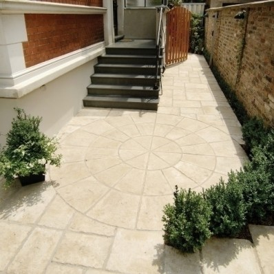 Bradstone Old Town Paving, Weathered Limestone, 2 Ring Circle, 2.8m Diameter